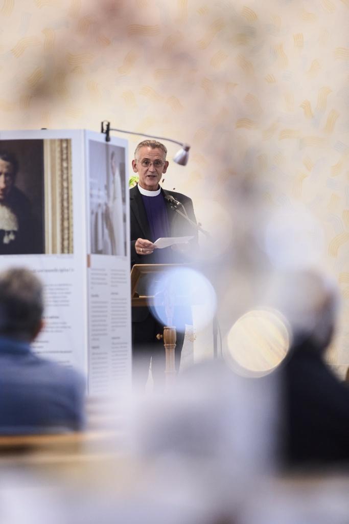 Bischof Harald Rein bei der Vernissage