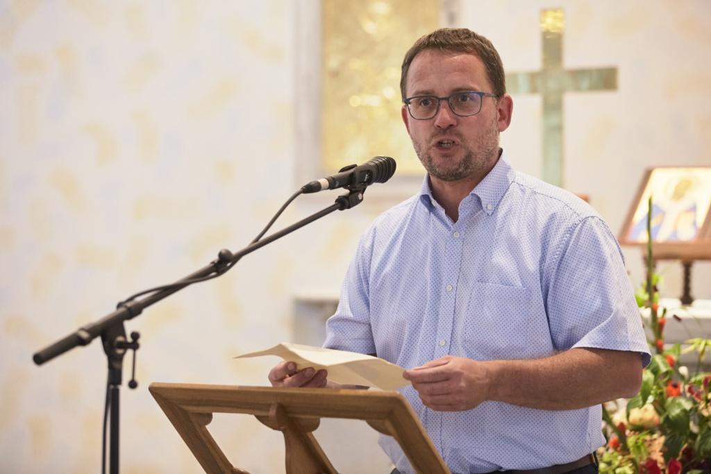 Priester Patrick Zihlmann bei der Vernissage